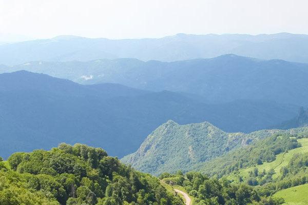 hazy-mountains